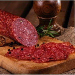 Salam Carpati - produs din carne de porc și carne de vită prin uscare și afumare lentă cu fum natural din lemn de fag. Gustul aromat și intens este dat atat de calitatea cărnii cât și de cea a condimentelor naturale folosite. Boabele de piper negru îmbogățesc savoarea acestui produs rafinat.